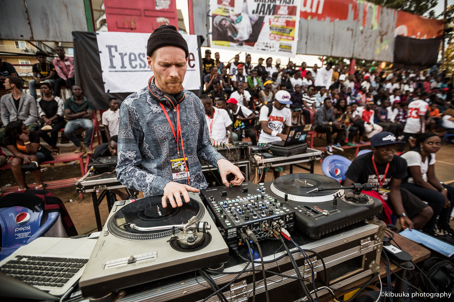 Dj-Snaff-from-uk-doing-what-he-does-best-at-the-event-photo
